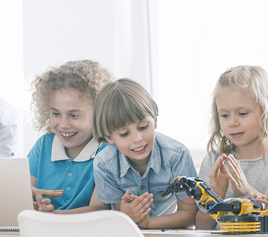 Kids playing in a Science and Technology program